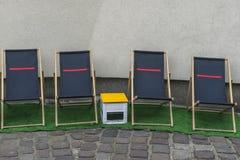 Deckchairs na ulicie fotografia royalty free