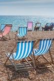 Deckchairs sur la plage Photographie stock libre de droits