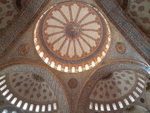Decke der blauen Moschee in Istanbul Stockbilder