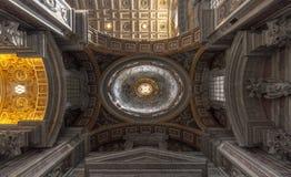 Decke des Heiligen Peter Basilica, Vatikan, Rom Stockbilder