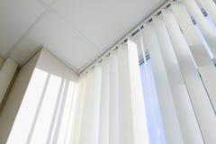 Decke, Fenster und Jalousie Stockfotos