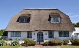 Decken Sie Dach… mit Stroh Lizenzfreies Stockbild