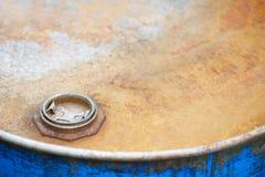 Decken Sie das Metallfaß ab Stockfotografie