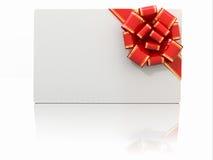 Decken Sie Geschenkkarte mit Farbband ab und beugen Sie. Platz für Text Stockbild