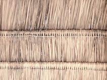 Decken Sie Hintergrund des Hintergrundes, des Heus oder des trockenen Grases des Dachs mit Stroh Stockfotografie