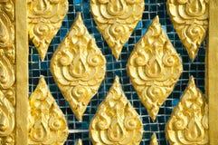 Decken Sie Kunst auf der Tempelwand Pattani, Thailand mit Ziegeln Stockfotos