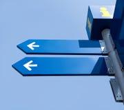 Decken Sie Richtungsverkehrsschilder ab Stockbild