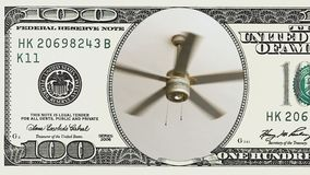Deckenlüfter, der in Rahmen des 100 Dollarscheins sich dreht stock video