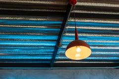 Deckenleuchtehängen Lizenzfreie Stockbilder