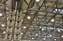 Deckenplatten in den Industriegebäuden stockbild