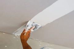 Deckenreparatur für Haus erneuern Lizenzfreie Stockbilder