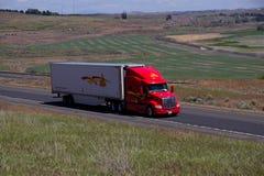 Decker Trucking/reboque vermelho do branco de Peterbilt foto de stock