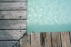 край decking складывает заплывание вместе деревянное Стоковое Изображение RF