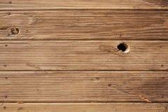 Decking de la madera con el agujero de nudo Fotos de archivo libres de regalías