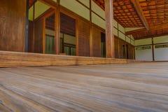 Decking exterior da teca que conduz nos quartos do Shofuso Tr Imagens de Stock Royalty Free