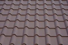 Deckungsmaterialien Metallhausdach Nahaufnahme-Haus-Bau-Baumaterialien Abbildung des herausgestellten Dachaufbaus Stockbilder