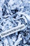 Declaraciones de impuestos de papel destrozadas Imagenes de archivo