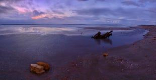 Declinación hermosa en la costa de mar Imagenes de archivo