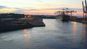 Declino in porto marittimo Le Port, la Riunione stock footage