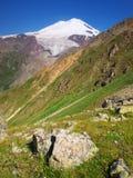 Declivity con la montagna verde Immagine Stock