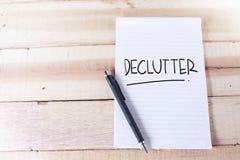 Declutter Motivational ordcitationsteckenbegrepp royaltyfri foto