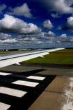 Decolagem da pista de decolagem Imagem de Stock Royalty Free