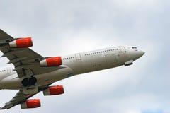 Decolagem de Airbus A340-300 Imagens de Stock Royalty Free
