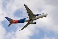 Decolagem de Airbus A330-200 Fotografia de Stock Royalty Free