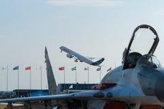 Decolagem do avião de passageiros do passageiro A350-900 Fotografia de Stock Royalty Free