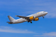 Decolagem do jato de Vueling Foto de Stock Royalty Free