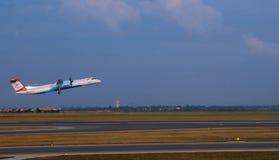 Decolagem dos aviões fora do no aeroporto de Swechat Foto de Stock Royalty Free