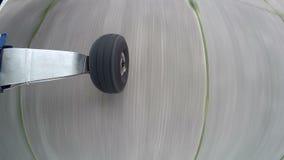 Decolagem plana da roda, tiro no gopro filme