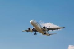 A319 decolam da pista de decolagem Fotografia de Stock