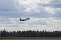 Decole Airbus A320-214 VP-BTI Aeroflot Sheremetyevo Fotografia de Stock Royalty Free