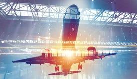 Decolli di un aereo con la doppia esposizione dell'aeroporto immagine stock