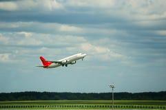 Decollo dell'aeroplano immagine stock