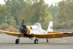 Decollo dell'aeroplano di PZL M18 B Dromader dalla pista attiva Fotografia Stock Libera da Diritti