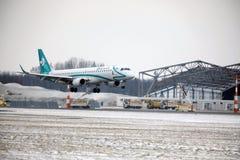 Decollo di Air Dolomiti Embraer ERJ-195 I-ADJU Fotografia Stock