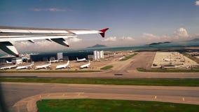 Decollo di Hong Kong Airport video d archivio