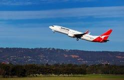 Decollo di Qantas 737 Fotografia Stock Libera da Diritti