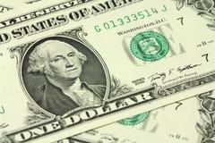 Decomposição do dinheiro em um dólar americano Fotos de Stock