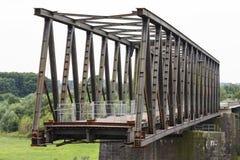 Deconstruction av en gammal bro arkivbilder