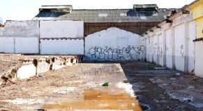 Deconstruction eller rivning av byggnader i Poble Nou de Barcelona fotografering för bildbyråer