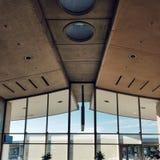 Deconstructionbyggnaden av den Charles de Gaulle flygplatsen, Paris fotografering för bildbyråer