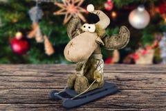 Decoração abstrata do Natal na placa marrom de madeira Fotografia de Stock