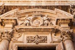 Decoração acima da entrada no estilo barroco Fotos de Stock Royalty Free