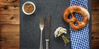 Decoração bávara rústica da tabela para um o mais oktoberfest Imagens de Stock