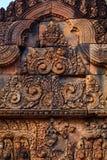 Decoração bonita da viga em Banteay Srei Imagens de Stock