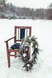 Decoração bonita do inverno para a sessão fotográfica do casamento na rua no estilo rústico Fotografia de Stock
