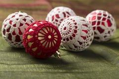 Decoração bonita do Natal, no fundo verde Imagem de Stock Royalty Free